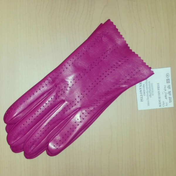 model-fashion-perforat-roz-inchis-jpg
